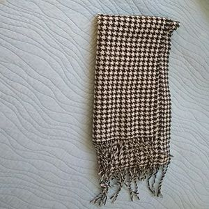 Houndstooth women's black and white scarf